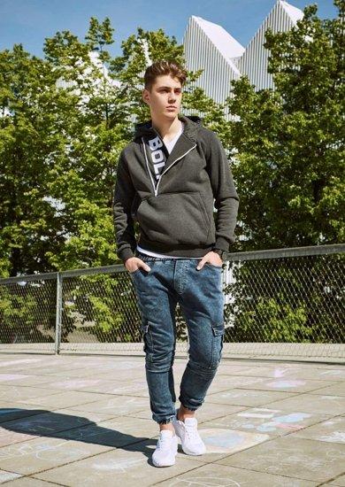 Stylizace č. 19 - mikina, tričko, jogger kalhoty, obuv