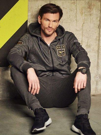 Stylizace č. 409 - hodinky, propínací mikina s kapucí, klasické tričko s dlouhými rukávy, jogger kalhoty