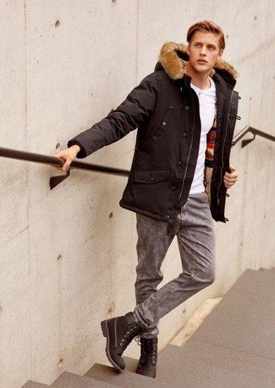 Stylizace č. 65 - bunda, tričko s dlouhým rukávem, jogger kalhoty, obuv